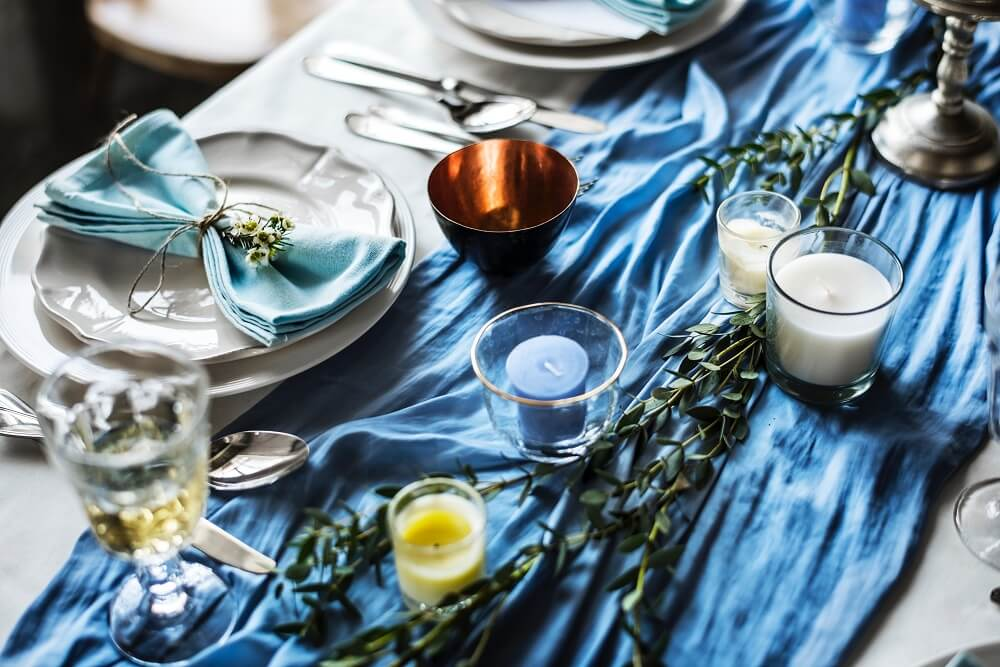 Various shades of blue decorate this party table.